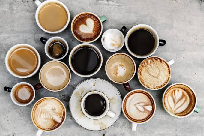 Tomar mais de 3 xícaras de café por dia eleva risco de pressão alta